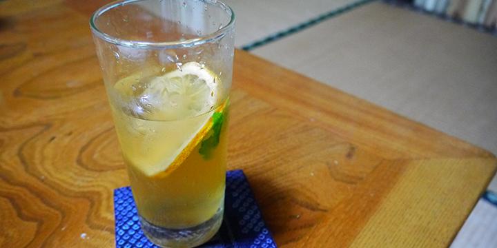자가제의 레몬 주스