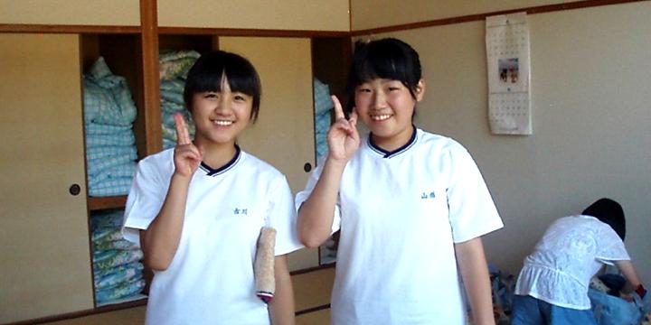 학생회 집행부에서 활약하는 후루카와씨(왼쪽)과 야마가타씨( 오른쪽)