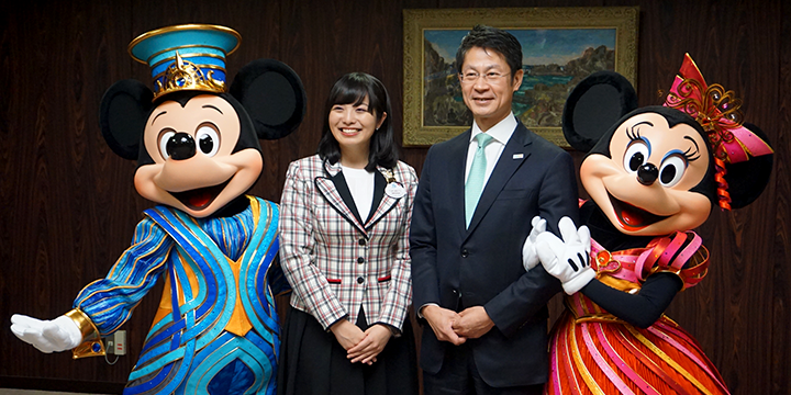 Disney ambassador and Mickey, Minnie take a ceremonial photograph with the governor
