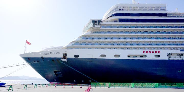 """O navio de linha regular de passageiro luxuoso """"rainha Elizabeth"""" aparecimento"""