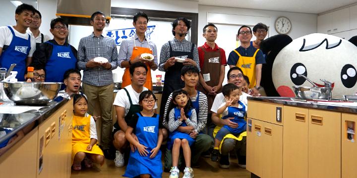 在iku和烹饪教室参加者拍纪念照